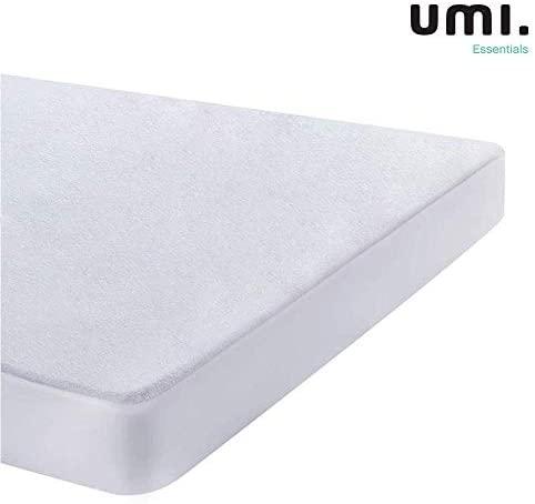 UMI. Essentials – Protector de colchón de Rizo algodón Impermeable y Transpirable – 70 x 140 cm