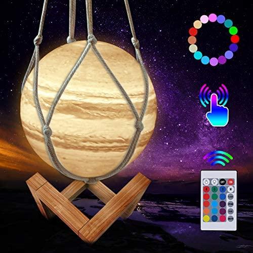 JBHOO Nuevo Lámpara de Luna 3D 16 Color LED Recargable Luz Júpiter, 15cm Lampara Júpiter con Soporte de Madera y red Colgante, Control Remoto y Control Táctil para Bebés, Amigos