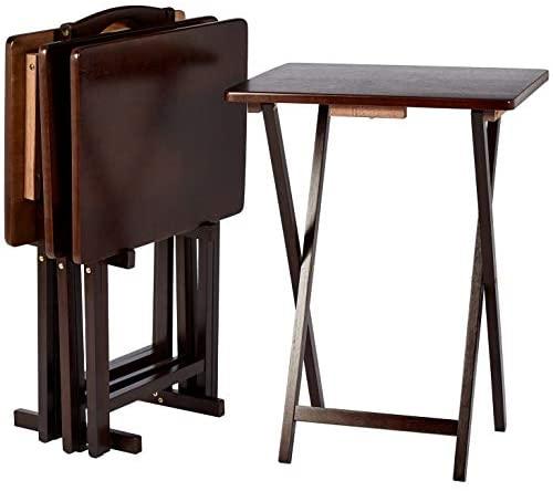 Amazon Basics – Juego de 4 mesas supletorias para comer frente a la televisión de estilo clásico con soporte, tono natural