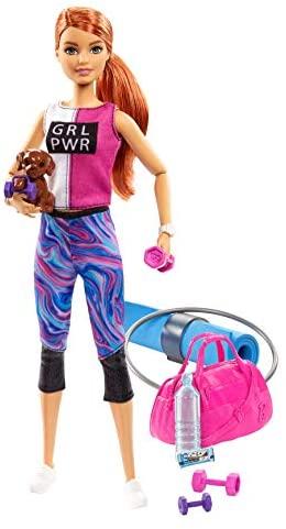 Barbie Bienestar, muñeca con ropa deportiva y accesorios, regalo para niñas y niños 3-9 años (Mattel GJG57)